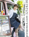 司機座位的廚房車婦女 32528236