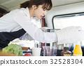 廚房車做飯的女人 32528304