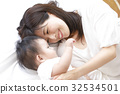 Baby and mother 32534501