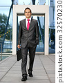 Young businessman in formal clothes 32570230