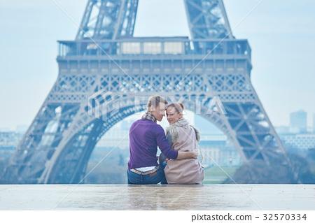Couple near the Eiffel tower in Paris 32570334