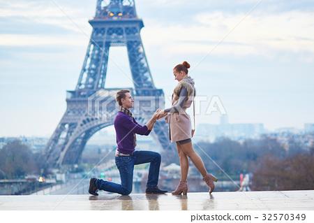 Romantic engagement in Paris 32570349