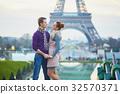 couple date eiffel 32570371