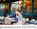 couple date paris 32570722