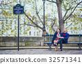 Young romantic couple in Paris 32571341
