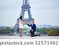 couple date eiffel 32571462