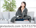 Woman Caught Cold feel throat painful 32572279