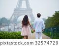 couple date eiffel 32574729