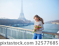 bunch eiffel girl 32577685