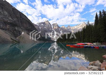 Canadian Rockies Banff National Park-Moraine Lake - Stock