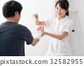 팔에 붕대 간호사, 환자 32582955