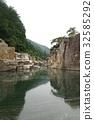 信州木曾路风景优美的睡眠地板优雅由木曾河侵蚀的岩层伴随着Uragashima Taro传说也依然存在 32585292