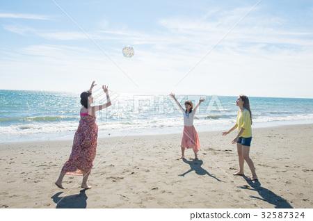 使用在婦女的旅行的海的小姐 32587324