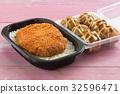 fried pork topped on rice and Tako Yaki on Box 32596471