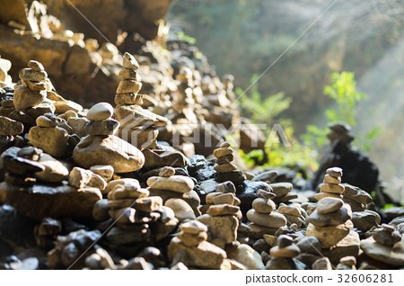 Stones stack in balance at outdoor 32606281