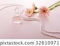 一瓶香水 非洲菊 珍珠 32610971