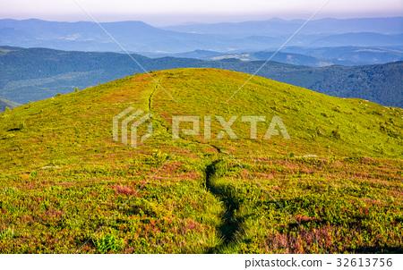 path through the mountain ridge in summer 32613756