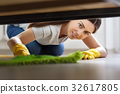 woman cleaning floor 32617805