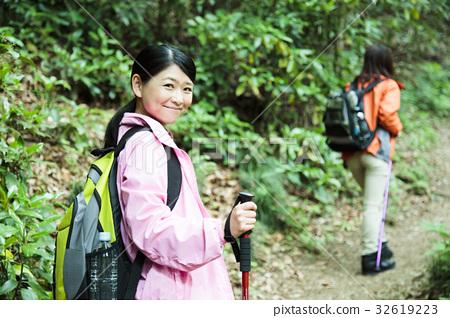 登山 爬山 一個年輕成年女性 32619223