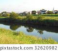 河 河岸 草地 32620982