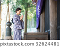 参观寺庙的和服妇女 32624481