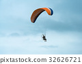 Paragliding in tandem against clear   32626721