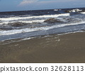 หาดทราย,คลื่น,ท้องฟ้าเป็นสีฟ้า 32628113