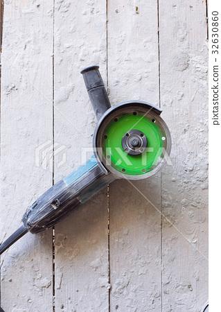 close up image of metal sawing 32630860