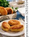 Potato croquettes stuffed with mozzarella  32632034