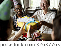 People celebrate birthday party with cake and gift 32637765