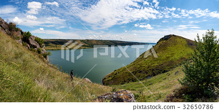 River canyon with green hills 32650786