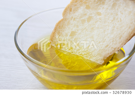 French bread and olive oil 32678930