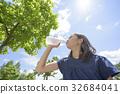 一個提供保濕的女孩 32684041