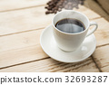 熱咖啡和咖啡豆 32693287