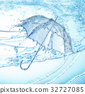 Water splash in the form of a umbrella. 32727085