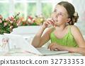女孩 少女 便携电脑 32733353