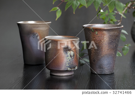 Pottery work 32741466