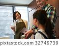 父母和孩子们享受烹饪 32749739