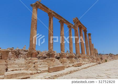 The ancient Roman city in Jerach, Jordan. 32752820