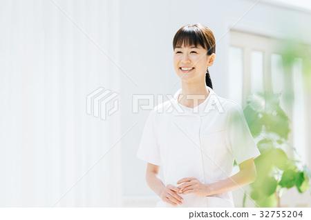 白大衣護士衣裳的婦女 32755204