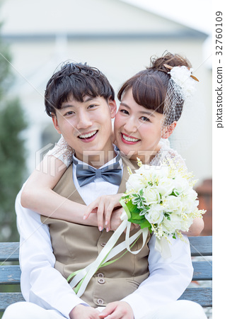 婚禮 新郎新娘 擁抱 32760109
