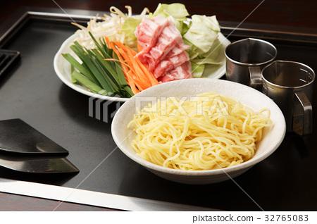 Yakisoba ingredients 32765083