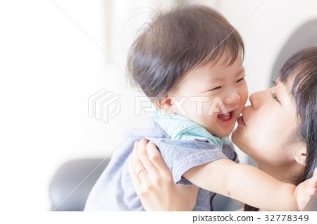 엄마와 소년 32778349