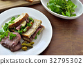 Roast beef sandwich / roast beef sandwich 32795302