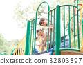 遊具で遊ぶ子供 32803897