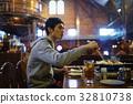 징기스칸을 맛보는 남성 32810738