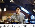 징기스칸을 맛보는 남성 32810818