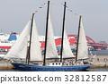 有一艘帆的一艘帆船在神戶帆船Festa 32812587