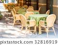 Table of restaurant 32816919