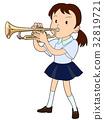 트럼펫을 부는 여학생 32819721
